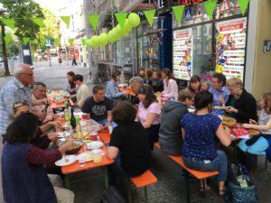 Kieztafel vor dem Café Pausini am 24. Mai 2019 ©Schwahlen 2019